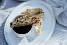 Kjøttgryte med grov rotstappe Biscotti, Baked Goods, French Toast, Food And Drink, Pie, Sweets, Baking, Breakfast, Desserts