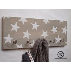 *** Love to have this to hang my hat here. Rustic Crafts, Diy Crafts, Scaffolding Wood, Star Decorations, Kidsroom, Boy Room, Diy Home Decor, Stars, House Styles
