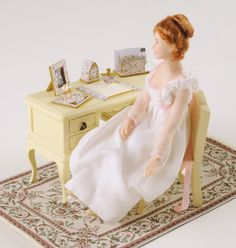 Make a pretty desk set - Dolls House Magazine - Crafts Institute Dollhouse Miniature Tutorials, Dollhouse Dolls, Miniature Dolls, Dollhouse Miniatures, Dollhouse Ideas, Nursery Toys, Magazine Crafts, Mini Craft, Minis