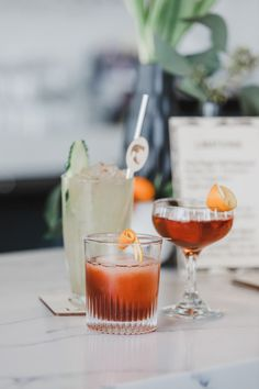 3 fall cocktail recipes + the ultimate bachelor party inspiration Layer Cake) Red Sangria Recipes, Green Drink Recipes, Cranberry Recipes, Punch Recipes, Cocktail Recipes, Cocktail Ideas, Holiday Sangria, Holiday Drinks, Colorful Cocktails