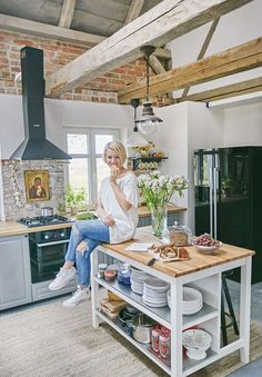 "Outstanding ""high top tables kitchen"" information is offered on our web pages. Check it out and you wont be sorry you did Quirky Kitchen, Home Decor Kitchen, New Kitchen, Home Kitchens, Diy Home Decor, High Top Table Kitchen, High Top Tables, Farmhouse Table With Bench, Farmhouse Kitchen Island"