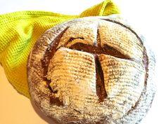 Un pane rustico con caratteristiche organolettiche definite. Il pane di segale con pasta madre si adatta ad ogni pietanza con semplicità e gusto