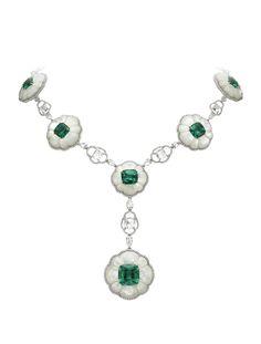 Ожерелье с изумрудами, бриллиантами и перламутром