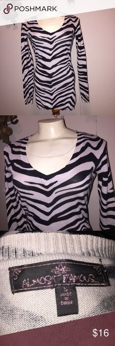 Zebra print v neck sweater S Juniors small.   ~Be sure to check out my other listings for more great items & save on shipping! ~I ship same day or next day.  ~ I do not hold items.   ~Not responsible for incorrect sizing. I go by what the tag says its up to the buyer to know their sizes.   #almostfamous #zebraprint #zebra #zebrastripes #sweater #vneck #sweater #sweaterweather #small #sizesmall #juniors Almost Famous Sweaters V-Necks