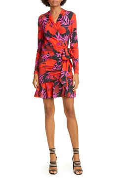 Looking for Veronica Beard Lorina Floral Long Sleeve Silk Stretch Minidress ? Check out our picks for the Veronica Beard Lorina Floral Long Sleeve Silk Stretch Minidress from the popular stores - all in one. Boho Fashion, Fashion Trends, Fashion Women, Silk Pants, Veronica Beard, Fashion Over 50, Plus Size Dresses, Wrap Dress, Clothes For Women
