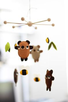 A whimsical mobile of bears and bees will help them have honey-sweet dreams. #EtsyGermany