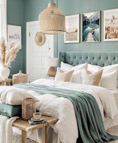 Blue Green Bedrooms, Green Bedroom Walls, Green Master Bedroom, Green Bedroom Decor, Bedroom Wall Colors, Bedroom Color Schemes, Room Ideas Bedroom, Home Decor Bedroom, Relaxing Bedroom Colors