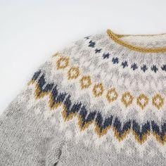 Feuerfangen's Riddari with short rows , – Knitting patterns, knitting designs, knitting for beginners. Shrug Knitting Pattern, Knit Wrap Pattern, Baby Knitting Patterns, Knitting Designs, Knitting Projects, Crochet Fabric, Knit Or Crochet, Fair Isle Knitting, Knitting Yarn