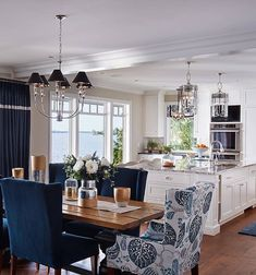 Navy blue and breathtaking view . By Vivid Interior Design room design blue Interior Design Blue Dining Room Chairs, Kitchen Dinning Room, Dining Room Design, Blue Chairs, Blue Sofas, Kitchen Chairs, Design Kitchen, Office Chairs, Lounge Chairs