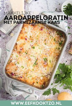 Aardappelgratin met Parmezaanse kaas How To Cook Potatoes, Lasagna, Tapas, Macaroni And Cheese, Foodies, Vegetarian Recipes, Dinner Recipes, Food And Drink, Yummy Food