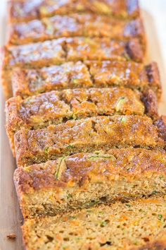 Grandma& Favorite Zucchini Bread is the best zucchini bread recipe of the season. There& a reason it& Grandma& favorite - it& moist and full of tasty spices. This zucchini bread recipe may be traditional, but it certainly isn& boring. Apple Banana Bread, Carrot Bread Recipe, Blueberry Zucchini Bread, Zucchini Bread Recipes, Zucchini Cake, Carrot Cake, Banana Recipes, Zuchinni Carrot Bread, Vegan Zucchini