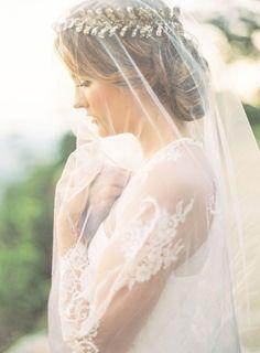 Veiled+Bride+with+Golden+Laurel+Crown+|+Brandi+Smythe+Photography+|+Ethereal+Neutral+Wedding+Ideas+for+Summer