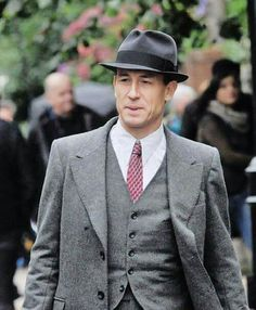 Outlander filming scenes Downhill Street, Glasgow w/Tobias Menzies as Frank Randall - September 2016