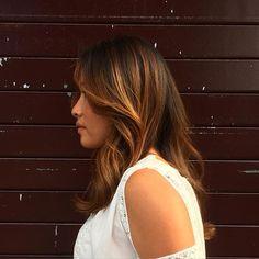 Ombré hair - cheveux bruns - Réalisé par notre salon partenaire Raphaël Perrier Paris
