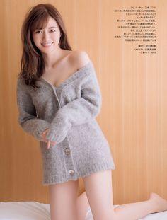 Mai Shiraishi Megami no Bitai on Friday Magazine Japanese Models, Cute Asian Girls, Girls Sweaters, Asian Woman, Knitwear, How To Look Better, Fur Coat, Sexy Women, Female