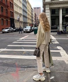 Apr 2020 - a veces guardo 2 pin. See more ideas about Fashion outfits, Fashion and Cute outfits. Mode Outfits, Winter Outfits, Summer Outfits, Fashion Outfits, Womens Fashion, Fashion Trends, Fashion Clothes, Fashion Ideas, Casual Outfits