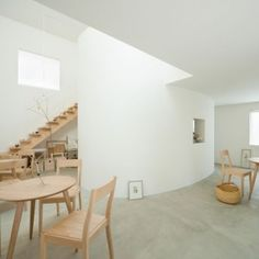 Live-in+gallery+and+studio+by+Flat+House++hides+utility+rooms+in+a+central+cylinder