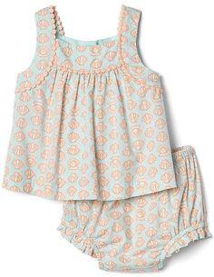Shell pom-pom top and bloomer set Kids Dress Wear, Little Girl Outfits, Toddler Girl Dresses, Kids Outfits, Baby Girl Dress Design, Baby Girl Dress Patterns, Baby Girl Fashion, Kids Fashion, Girls Clothes Shops