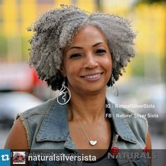 Silver hair, don't care, and she's flawless! Cabello Afro Natural, Pelo Natural, Natural Hair Twist Out, Natural Hair Styles, Silver Grey Hair, Black Silver, Pelo Afro, Twist Hairstyles, Gray Hairstyles