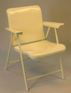 Russel Wright folding chair for Samsonite. The best looking folding chair I've seen! Metal Lawn Chairs, Metal Folding Chairs, Porch Chairs, Old Chairs, Futon Chair Bed, Chaise Chair, Glider Chair, Vintage Metal Glider, Vintage Patio