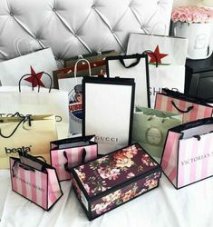 Shopaholic - Beste Just Luxus Boujee Lifestyle, Luxury Lifestyle Fashion, Girly Things, Cool Things To Buy, Stuff To Buy, Birthday Goals, Luxe Life, Rich Kids, Luxury Shop