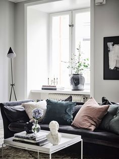 Dusky pink & blue velvet cushions on a dark grey velvet sofa | @styleminimalism