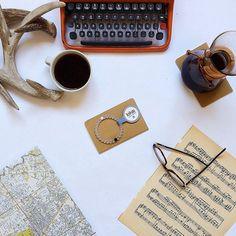 """""""O amor é o que resta depois dos discos devolvidos, depois das cartas rasgadas, depois das fotografias extintas. O amor é o que fica depois da xícara suja de café na pia."""""""