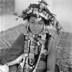 "Africa | ""Femme hartania des Ahel Tissint, voile enlevé"". Tiznit - Bani - Agadir. Morocco | ca 1934 - 39 | ©Jean Besancenot"