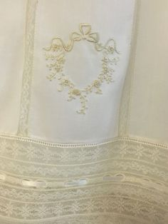 Felt Embroidery, Embroidery Dress, Embroidery Designs, Sewing Stitches, Sewing Patterns, Sewing Ideas, Baby Christening Gowns, Baptism Dress, First Communion Dresses