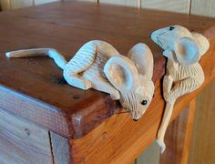 Wooden mice by South Australian artist, Doug Collins of & Whittling& Whittling Patterns, Whittling Projects, Whittling Wood, Small Projects Ideas, Wood Projects, Woodworking Projects, Chip Carving, Bone Carving, Wood Carving For Beginners