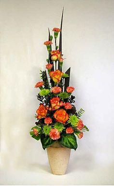 Garden Club Journal Traditional vertical floral design flower arrangement gardenclubjournal.blogspot.com