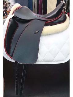 FLASHY CUSTOM MADE DRESSAGE SADDLE 17.5 Dressage Saddle, Dressage Horses, Horse Gear, Horse Tips, English Saddle, All About Horses, Dream Barn, Headstall, Cute Horses