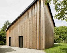 Le cabinet d'architecture Gramazio & Kohler signe une maison, qui réinterprète la typologie des maisons environnantes à pignon…