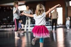 wierszyki z pokazywaniem Infant Activities, Activities For Kids, Kids And Parenting, Ballet Skirt, Education, Children, Montessori, Fashion, Speech Language Therapy