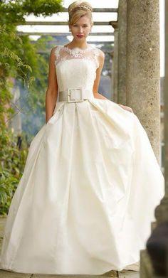 vintage lace wedding dress///www.annmeyersignatureevents.com