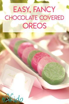 Learn how to make fancy chocolate covered Oreos with this easy tutorial. These chocolate covered Oreos look spectacular thanks to designs made chocolate transfer sheets. Chocolate Covered Treats, Chocolate Dipped Oreos, Chocolate Covered Strawberries, Chocolate Molds, How To Make Chocolate, Best Chocolate, Melting Chocolate, Chocolate Making, Oreo Cookies