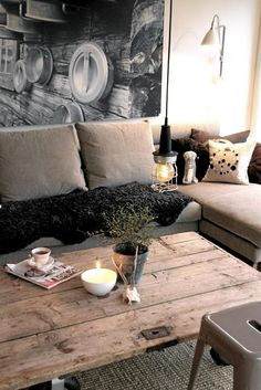 ¹ huge photographic print adds major depth to the small space ² old wooden plank door as a rustic coffee table ³ sectional sofa ♥ winner