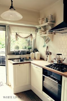 Small kitchen design for tiny house: Homestory - dream house in Luxembourg