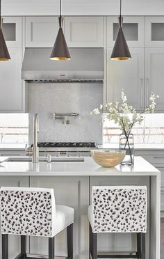 15 Gorgeous Kitchens With Waterfall Countertops - - When it comes to kitchen design, no other feature feels as modern as a waterfall countertop. To whet your appetite, behold our favorites. Grey Kitchen Island, Green Kitchen, New Kitchen, Gray Island, Custom Countertops, Kitchen Countertops, Kitchen Cabinets, Kitchen Stools, Counter Stools