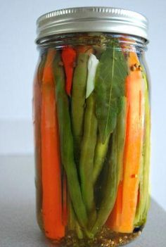 Cajun-style Pickled Green Beans & Carrots - The Art of Preserving, made easy. - Cajun-style Pickled Green Beans & Carrots – The Art of Preserving, made easy. Pickled Green Beans, Carrots And Green Beans, Pickled Carrots, Canning Tips, Canning Recipes, Carrot Recipes, Healthy Recipes, Canning Pickles, Gastronomia