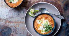 Currys vöröslencseleves buggyantott tojással recept képpel. Hozzávalók és az elkészítés részletes leírása. A Currys vöröslencseleves buggyantott tojással elkészítési ideje: 50 perc Curry, Lime, Ethnic Recipes, Food, Curries, Limes, Essen, Meals, Yemek
