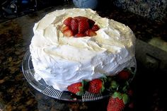 A delicious fluffy boiled frosting recipe with sugar and egg whites. The sugar syrup is slowly beaten into egg whites to make a fluffy white frosting. Boiled Icing Recipe, Marzipan Recipe, White Frosting Recipes, Vanilla Frosting, Fluffy White Frosting, White Icing, Angel Food Cake, Angel Cake, Let Them Eat Cake