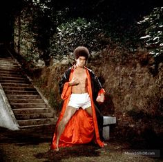 """Publicity photo of Jim Kelly for the 1973 martial arts film """"Enter the Dragon. Kelly, who died on June 2013 at the age of was a star of nine martial arts films in the """"blaxploitation"""" genre. He was a martial arts champion in real life. Best Martial Arts, Martial Arts Styles, Martial Arts Movies, Martial Artists, Afro, Samurai, Jim Kelly, Bruce Lee Photos, Enter The Dragon"""