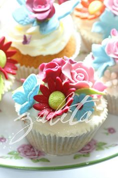 More colourful cupcakes...