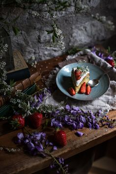 Lime olive oil cake with cream and strawberries | Gourmantine