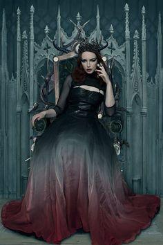 #queen #crown #throne