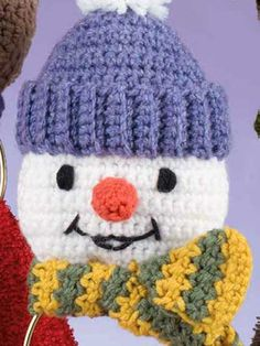 Crochet - Home & Kitchen - Kitchen - General Patterns Crochet a snowman towel holder to warm up your winter decor. Made with medium (worsted) weight yarn and size hook. Crochet Kitchen, Crochet Home, Diy Crochet, Crochet Crafts, Yarn Crafts, Modern Crochet, Crochet Ideas, Crochet Snowman, Christmas Crochet Patterns