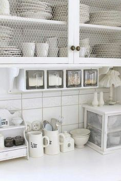 great country-style feel in bright, crisp white defines this farmhouse kitchen… love the chicken-wire cabinets, and the glass dry goods containers (via Swan's Nest) Kitchen Retro, Shabby Chic Kitchen, Country Kitchen, New Kitchen, Kitchen Ideas, Kitchen Cupboards, Open Cabinets, Kitchen White, Country Farmhouse
