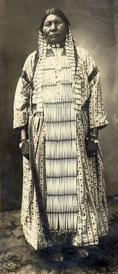 Quinault Indian woman | ca. 1910 || Photographer unknown