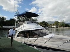 Damien to assist us in preparing the fishing reels and equipments. Big game fishing boat Orion II: Book through Tamarin Beach Apartments Mauritius. www.tamarinbeachapartmentsmauritius.com/#!big-game-fishing-on-orion-ii/cukr